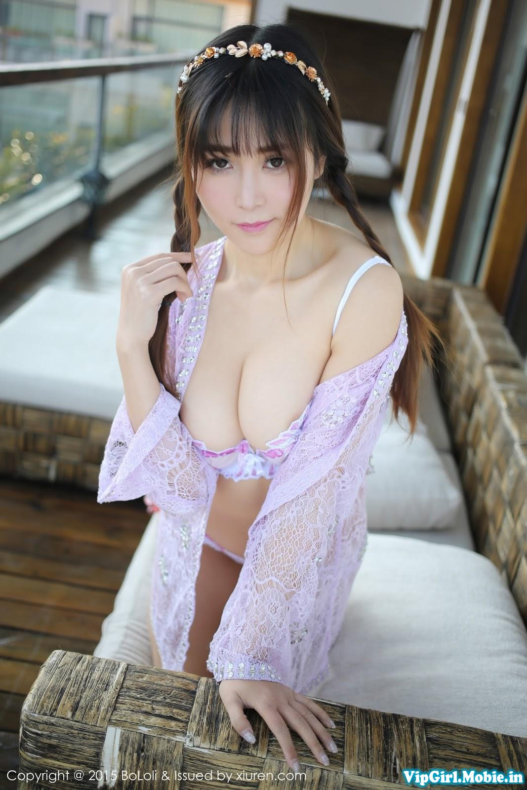 Gái trắng xinh khoe ngực bộ ngực đẫy đà