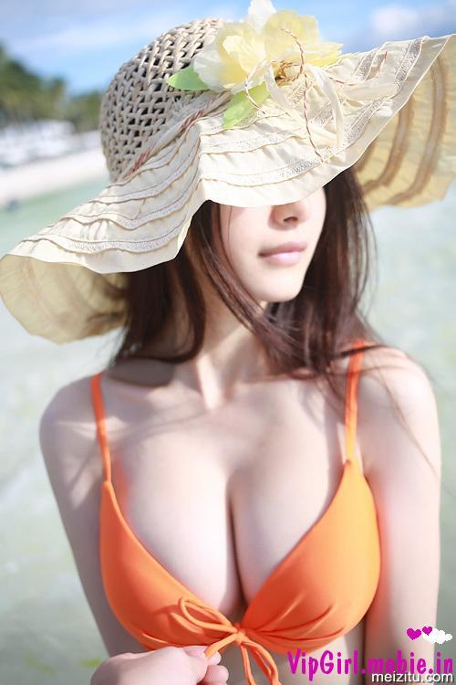 gái trung quốc ngực đẹp với bikini ngoài bãi biển