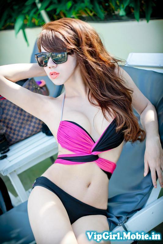 Gái xinh bikini hồ bơi ngày nóng