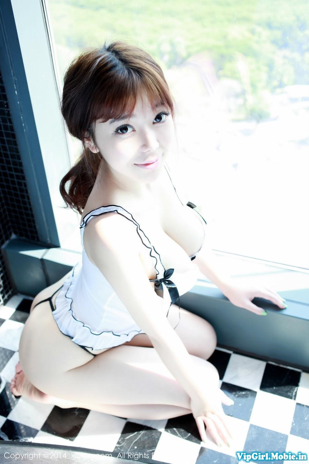 Gái xinh ngực khủng da trắng mặt dễ thương với bikini