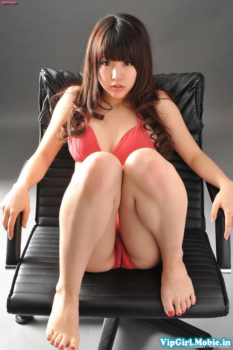 gái xinh nhật bản ngực đẹp cực sexy với bikini đỏ
