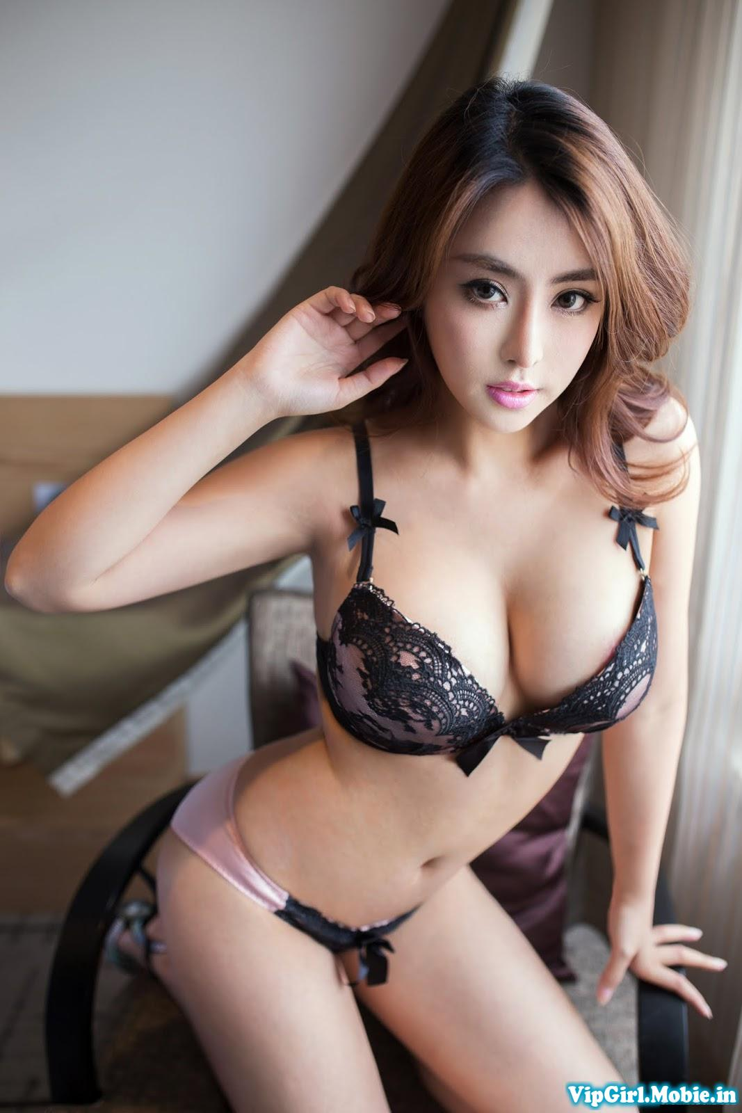 Gái Xinh Sexy Quyến rũ Ngực đẹp với bikini đen|raw