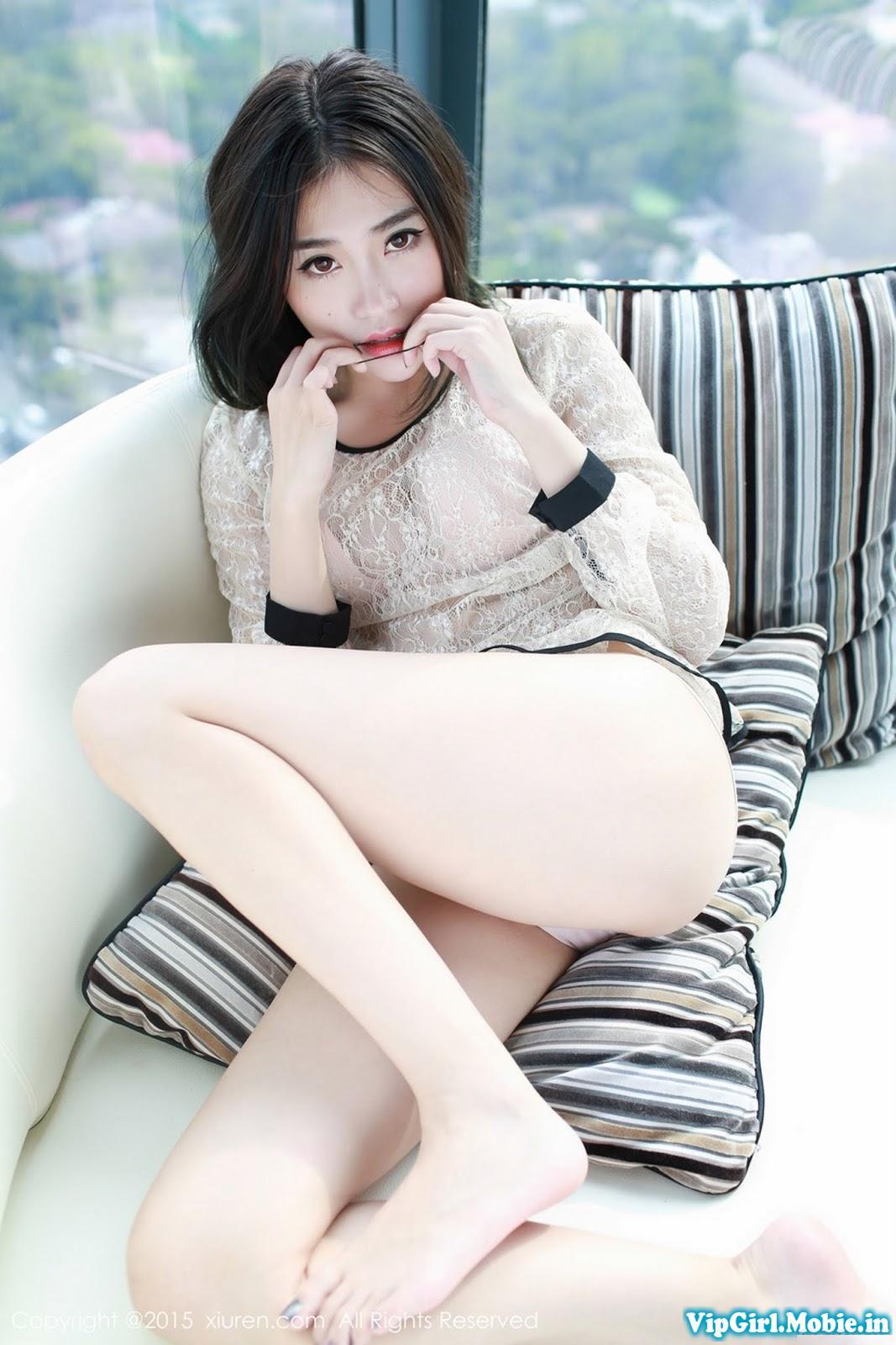 Gái xinh trắng đẹp e ấp với mảnh vải che thân