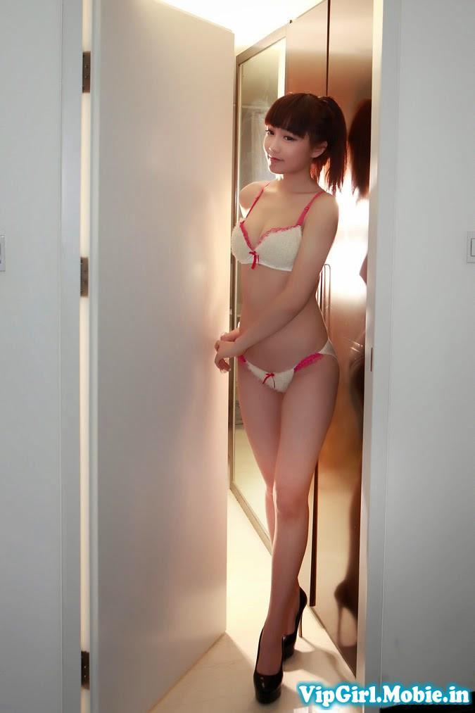 Gái xinh trắng đẹp với bikini cực dễ thương và sexy