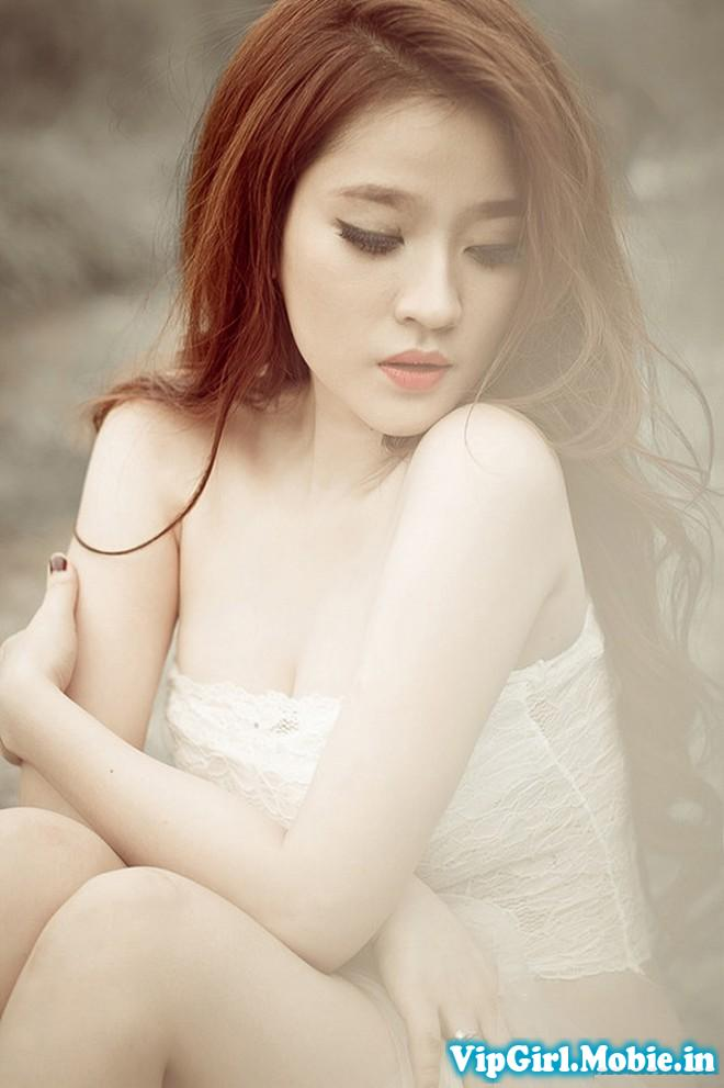 Gái xinh trắng đẹp với trang phục màu trắng