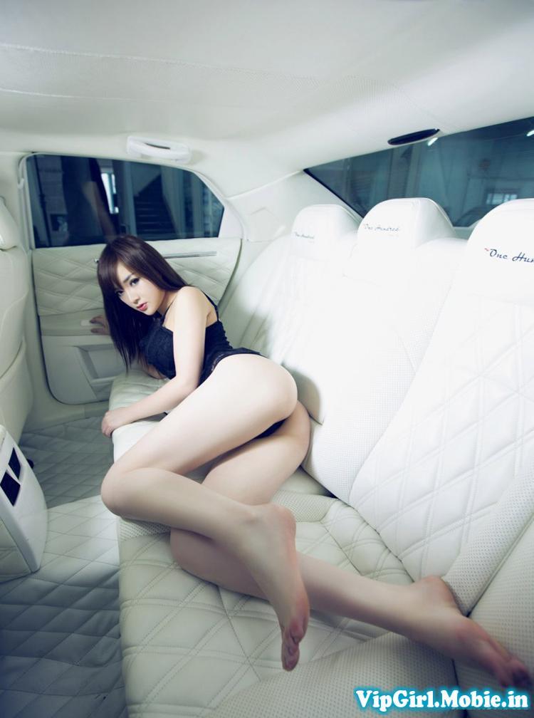 Girl xinh chân dài miên man sexy gợi cảm bên siêu xe|raw