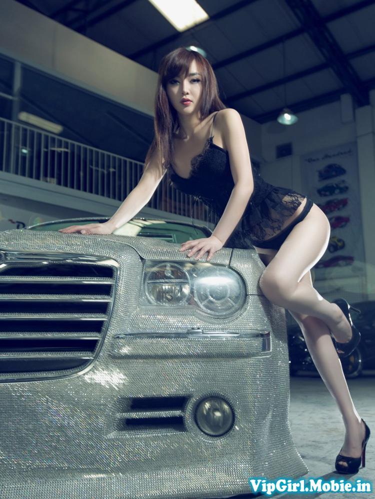 Girl xinh chân dài miên man sexy gợi cảm bên siêu xe
