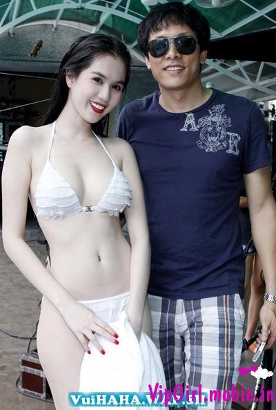 girl xinh sexy Ngọc Trinh bikini phơi dáng giữa phim trường
