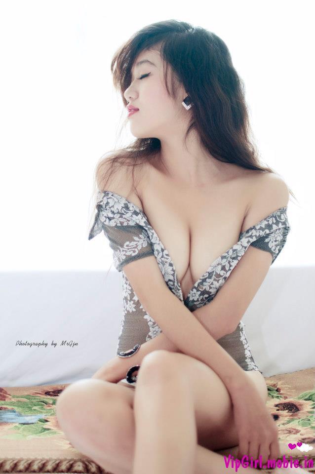 girl xinh sexy quyến rũ với vòng một đẹp