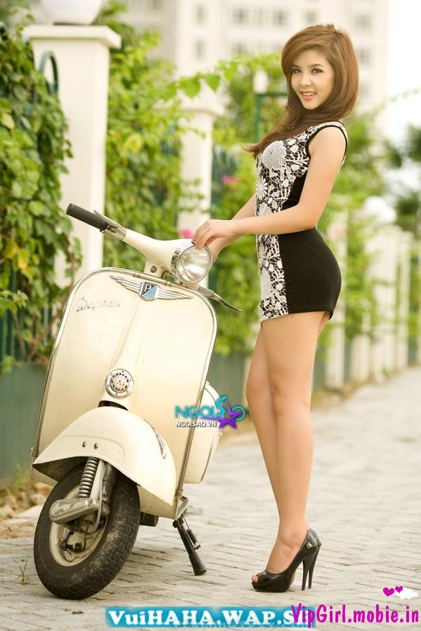 girl xinh việt chân dài bên vespa