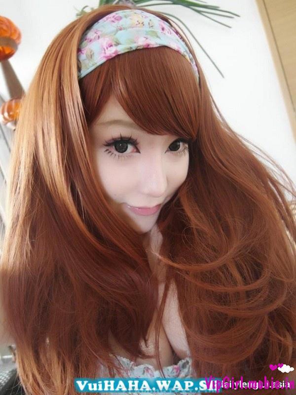Hot girl china gây sốt với khuôn mặt búp bê