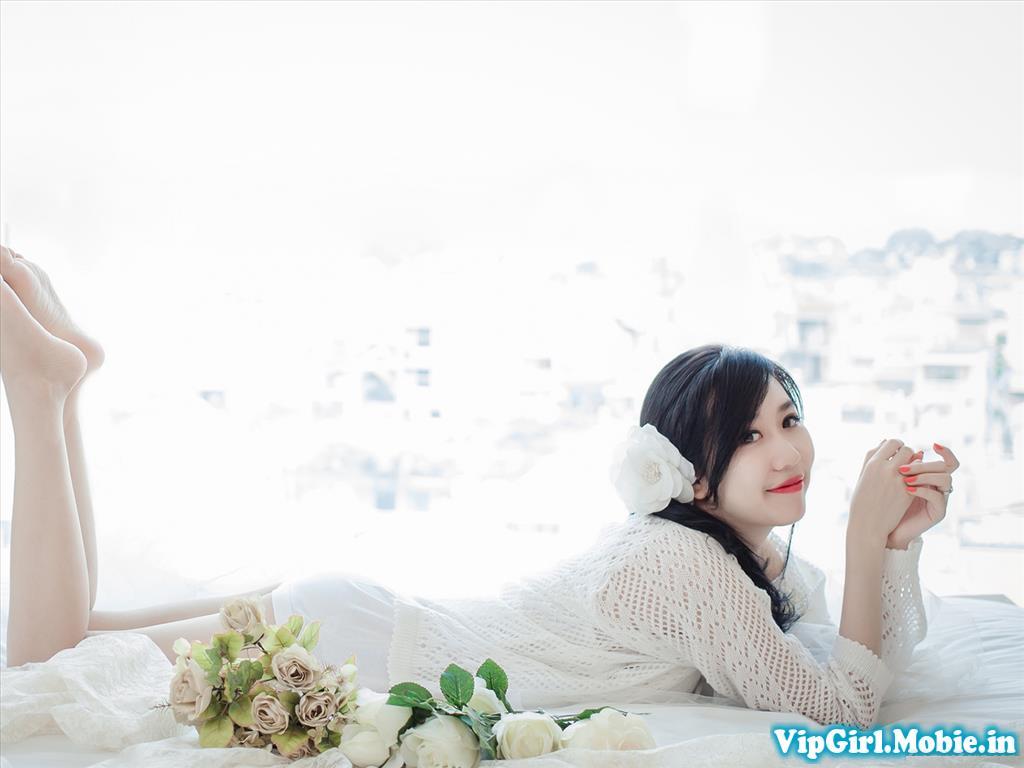 Hot Girl Nu Phạm Trắng Xinh Nõn Nà