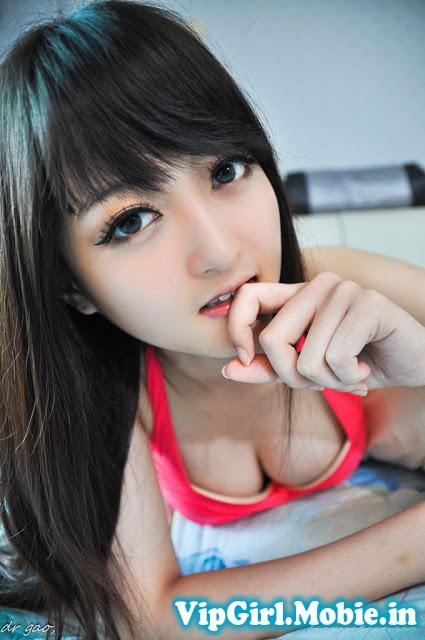 Mặt học sinh - ngực phụ huynh của girl xinh thế hệ 2k