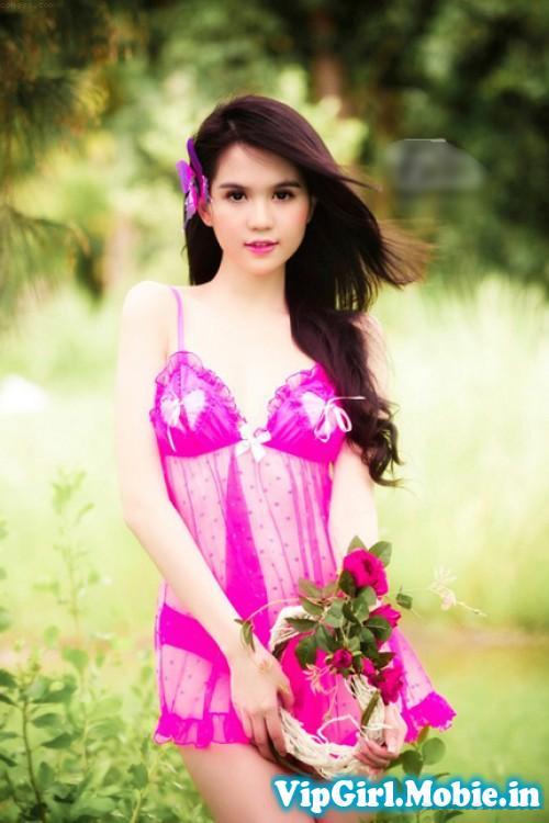Ngọc Trinh Show Hàng Với Bikini Siêu Nóng