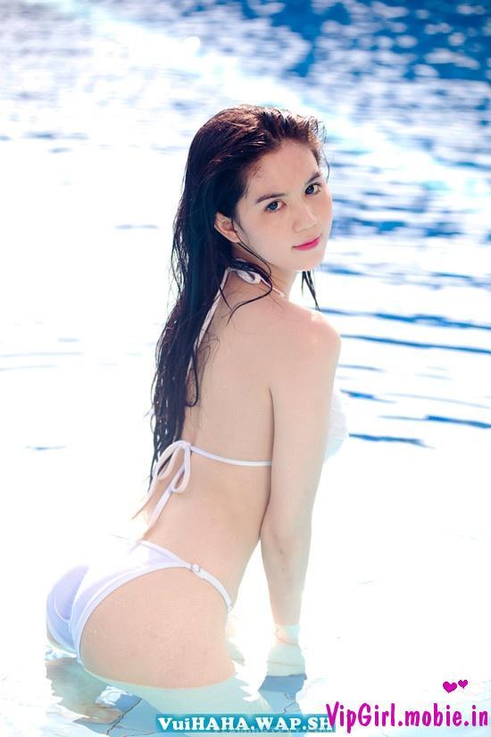 Ngọc Trinh với bikini trắng tinh khôi